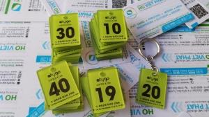 Làm Thẻ Móc Khóa Bằng Nhựa Mica - Làm Thẻ Giữ Xe Mica - Thẻ Mica Phòng Khách Sạn